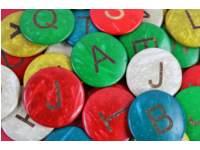 Kokosnoot letters assorti 25 mm, 52 stuks