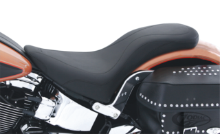 MUSTANG DAYTRIPPER SEAT FOR SOFTAIL