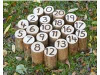 Paaltjes van hout met cijfers