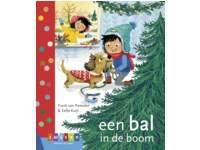 Kerstboek: bal in de boom